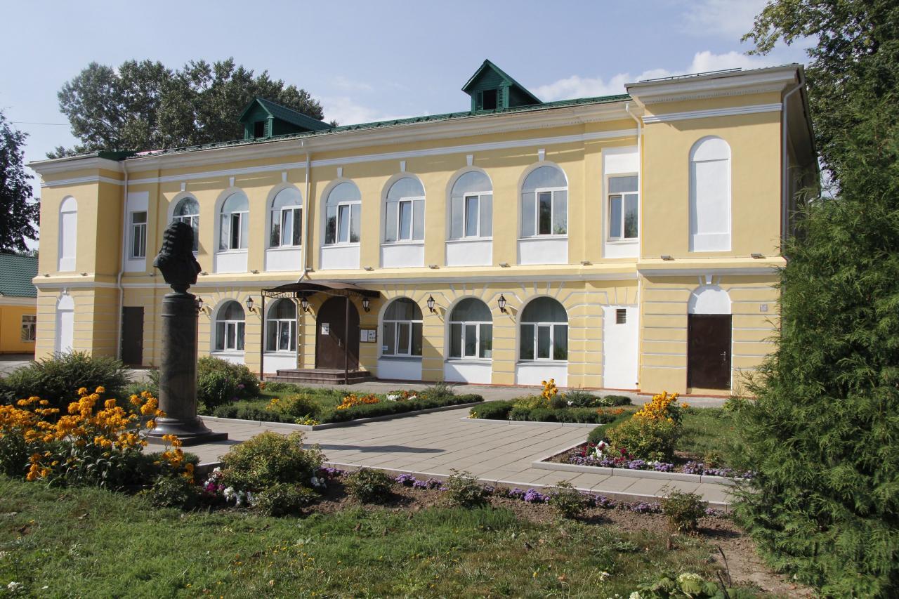 Путевой Дворец поблагодарил Фонд «Родная земля» за пополнение коллекций музея