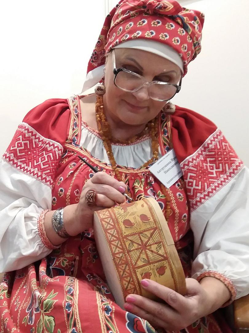 АНТРУШИНА ИРИНА НИКОЛАЕВНА - Мастер народного художественного промысла по мезенской росписи